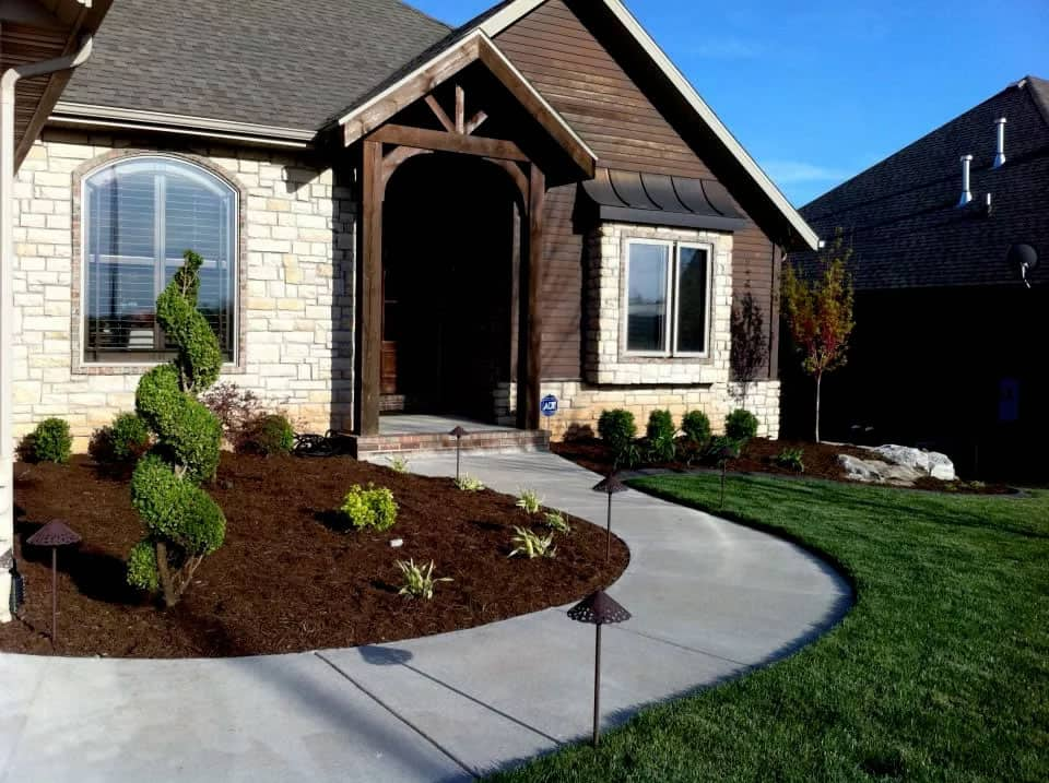 An expertly crafted hardscape installed by Heroes' hardscape and landscape experts.